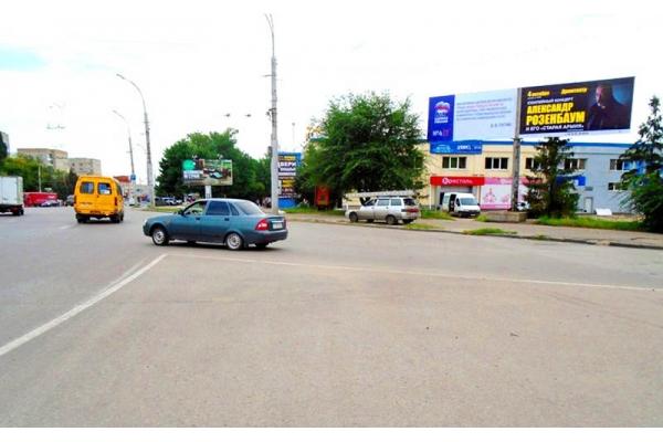 Рекламный щит проспект Победы 124 ТРЦ Квадрат универсам 173, сторона А