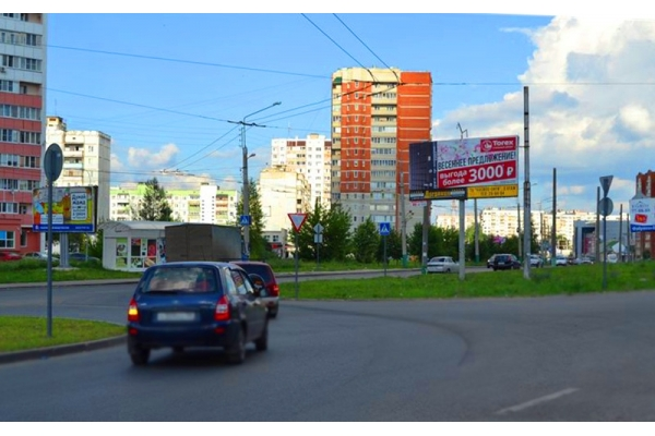 Рекламный щит проспект Строителей 166а ТЦ Весна, сторона А